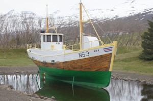 Stolt fáskrúðsfirðinga er vélbáturinn Rex, sem stendur á áberandi stað í byggðarkjarnanum.