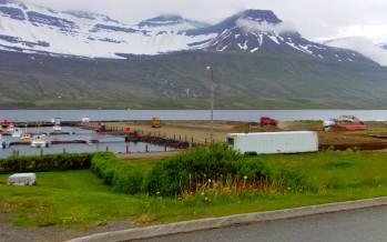 Malbikun við höfnina á Fáskrúðsfirði