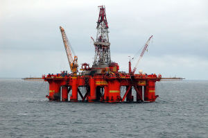 1024px-Oil_platform_in_the_North_SeaPros
