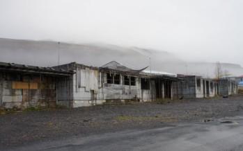 Eigandi grunns við Skólaveg 98-112 Fásk., býður Fjarðabyggð að kaupa 1-2 raðhús