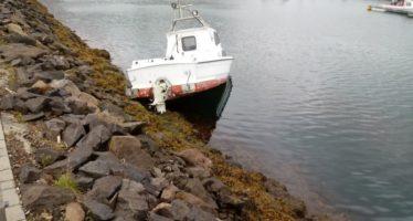 Vélbáturinn Kría var slitin upp með vélarafli frá bryggju í Fáskrúðsfirði